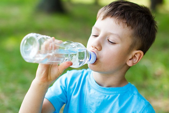 kids drink water