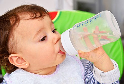 kids drink water